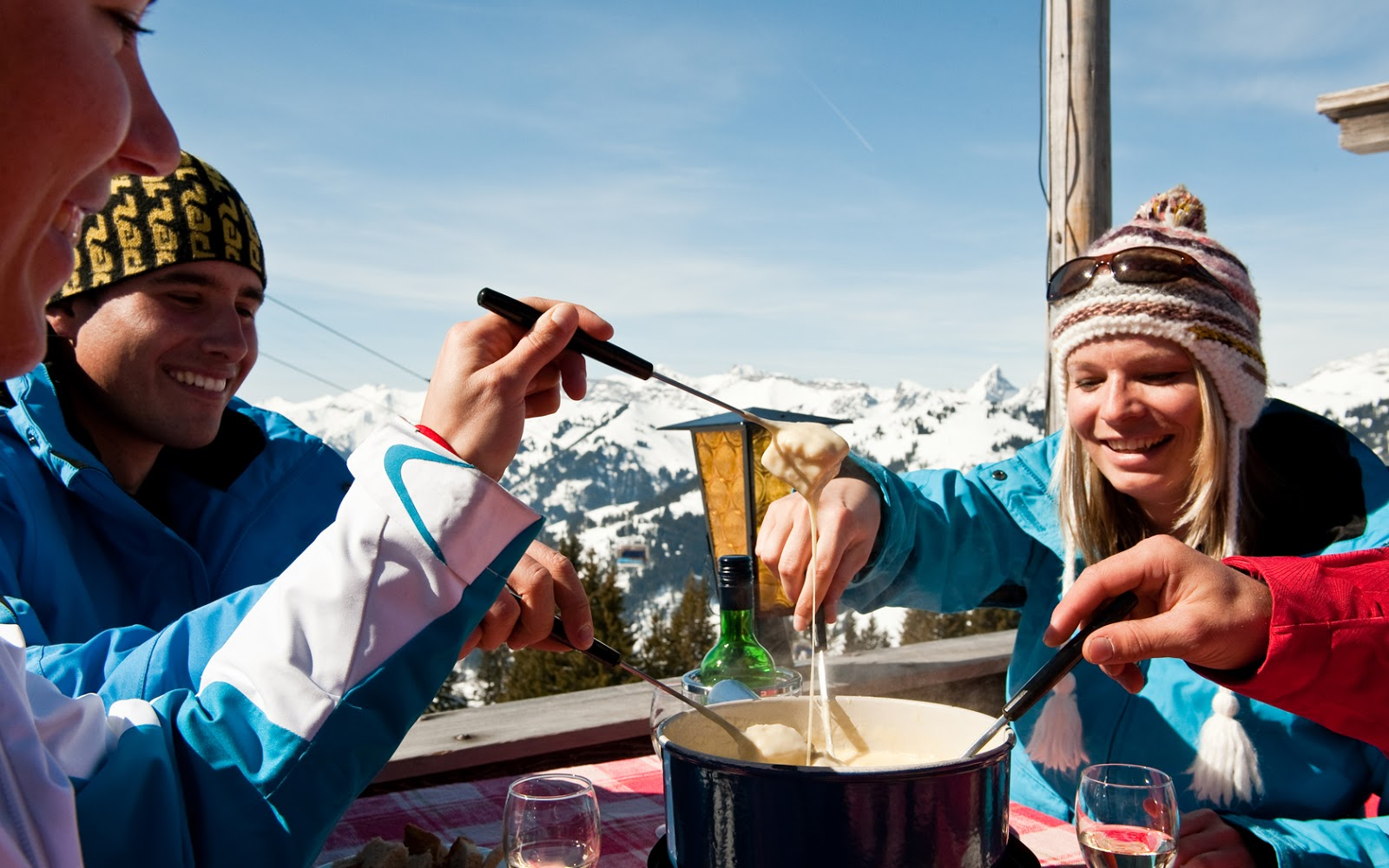 Take a break and indulge in cheesy fondue. Photo: Gstaad Saanenland Tourismus.