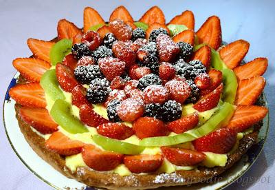 Pasta frolla, massari, crema pasticcera, fragole,Kiwi,  frutti di bosco