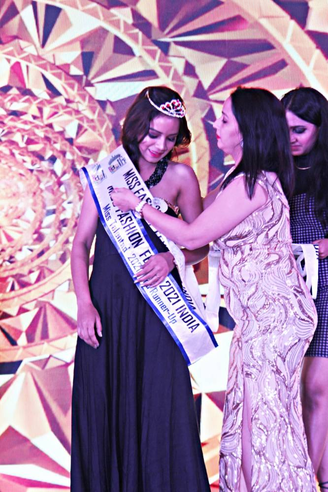 Mahima Kameedia of tribal dominated district Jhabua won fashion title in Mumbai