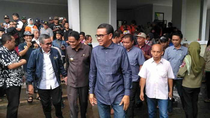 Gubernur Sulsel Pantau Lokasi Banjir di Barru