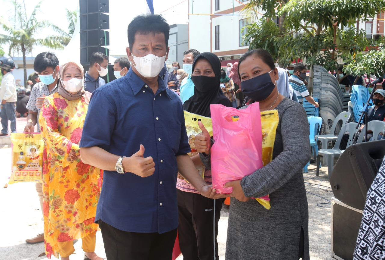 900 Paket Sembako Murah Disalurkan Untuk Warga Kelurahan Sambau
