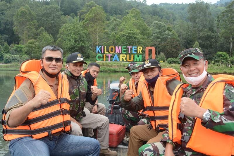 Kunjungi Sektor Pembibitan Kasdam III/Siliwangi Tanam Pohon Kamper