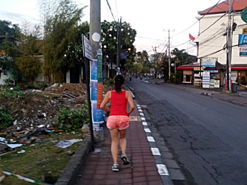 バリ島で旅ラン☆Jl Petitengetを海岸まで