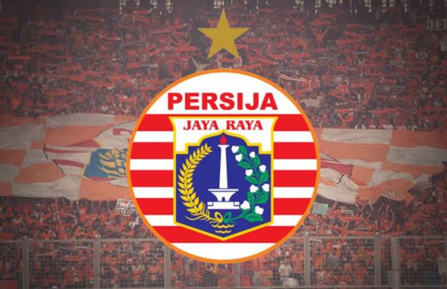 """pendukung setia dari Pesrija """"The Jakmania"""" dan logo Persija Jakarta"""