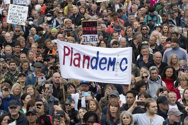 """Ingiltere'de """"Hükümet yalan söylüyor virüs yok!"""" Protestosu"""