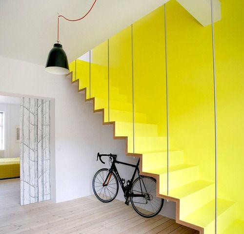 sarı duvar dekorasyonu
