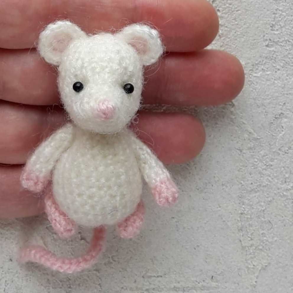вязаная мышка амигуруми крючком Hi Amigurumi