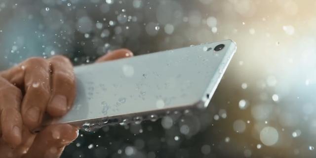 Xperia Z5 Premium Suya Dayanıklıdır