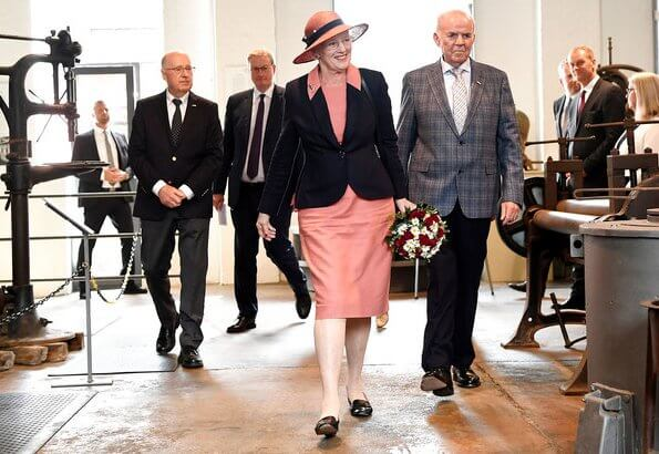 Queen Margrethe was welcomed by Consul General Kim Andersen