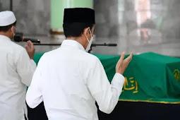 Jokowi Takziah ke Tempat Duka Mantan Hakim Agung RI, Artidjo Alkostar