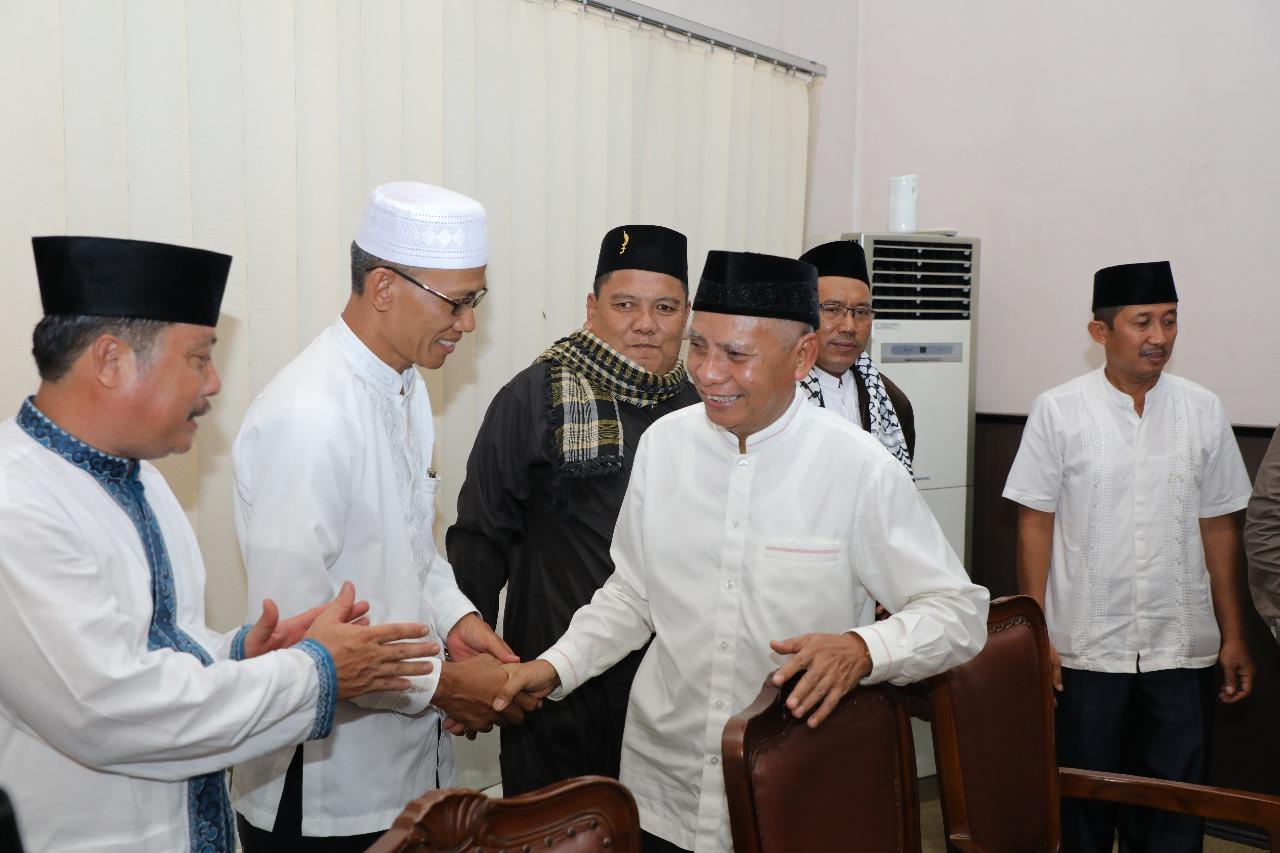 Plt Bupati Asahan Surya BSc diacara buka puasa bersama di hari terakhir ramadan.