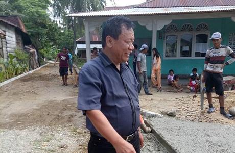 Wismar Panjaitan Pantau Pengerjaan Betonisasi di Bungo Pasang