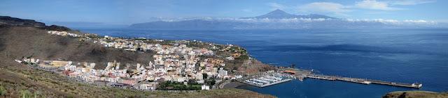 San Sebastián de La Gomera, Tenerife y Teide al fondo