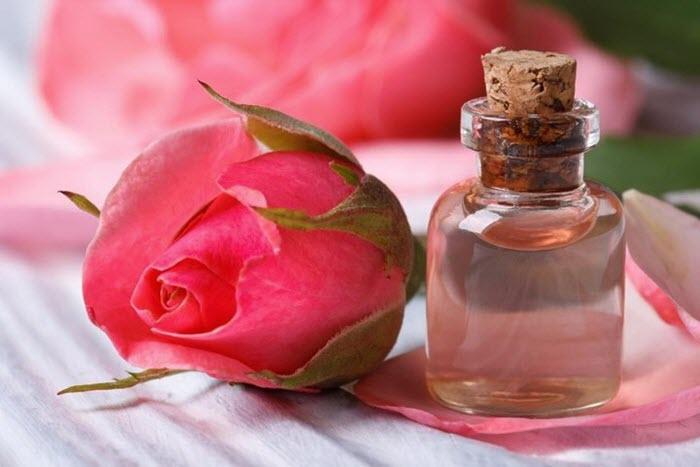 10 lợi ích ấn tượng của nước hoa hồng bạn nên biết