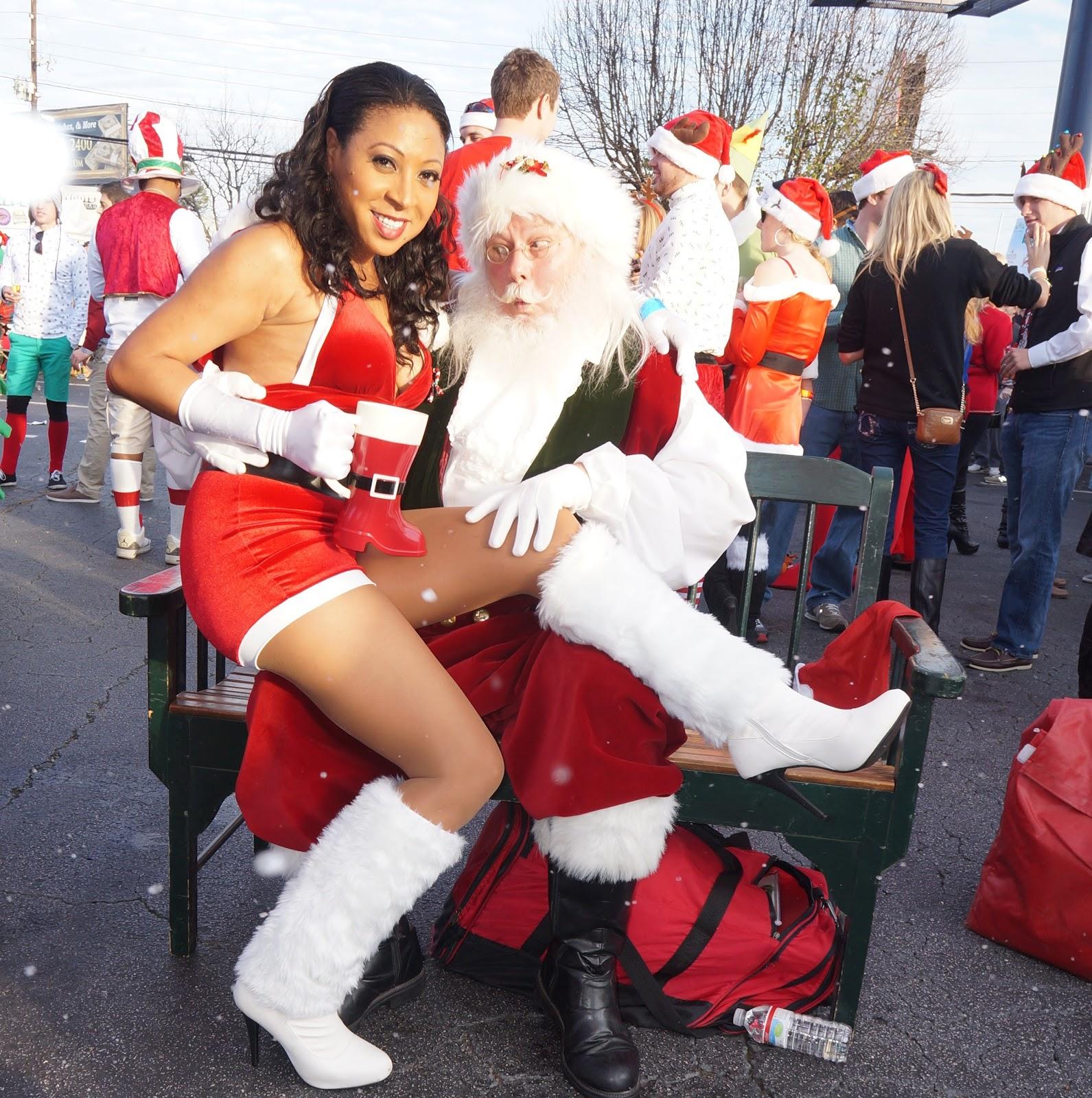 AngelaPanama.com: Santa Boozefest