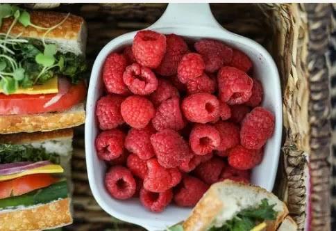 الفواكه والخضروات الربيعية: أفضل المنتجات الموسمية التي تحتوي على فوائد غذائية