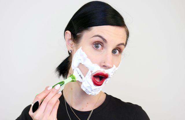 هل حلق وجه المرأة جيد أم سيئ؟