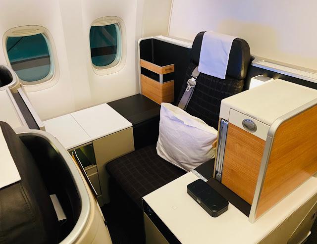 """SWISS LX41 Flight Business Class """"Throne"""" Seat Boeing 777-300ER Los Angeles (LAX) to Zurich (ZRH)"""