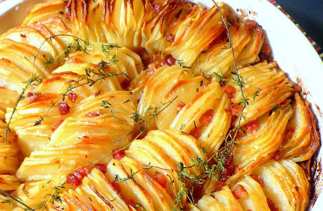 Instead of doing the typical mashed potato side, how about this Crispy Potato Roast from Joyously Domestic?! With shallots, pancetta and thyme this beautiful side dish is sure to be a hit! www.throughthepainteddoor.com