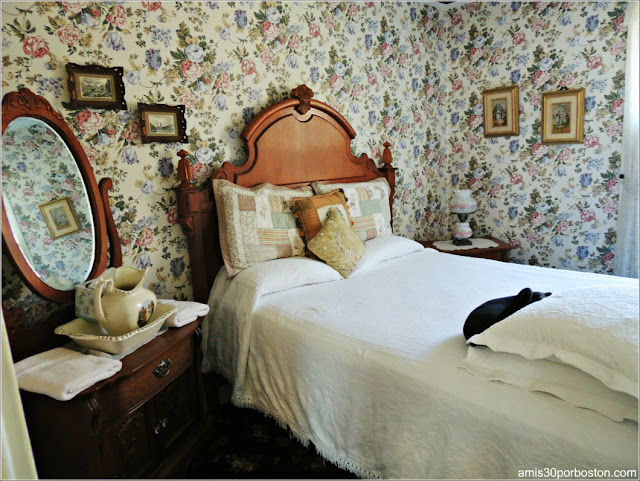 Lizzie Borden Bed & Breakfast Museum: Vestidor y Despacho