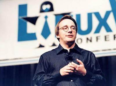 Biografi Linus Torvalds - Pencipta OS Linux     Pada tahun 1988, Linus kuliah di university of Helsinky, Finlandia. Disana dia mulai mengenal pemrograman C. Untuk lebih memperdalam ilmunya, Linus kemudian membeli sebuah komputer yang kala itu masih menggunakan MS-DOS buatan microsoft sebagai sistem operasinya. Tapi, kala itu Linus justru lebih tertarik pada komputer milik universitasnya yang menggunakan sistem operasi UNIX. Ia pun coba mengembangkan sistem operasi yang memadai untuk PC UNIX. Beberapa bulan kemudian Linus berhasil membuat versi kasarnya yang diberi nama Linux. Nama Linux mungkin saja merupakan akronim dari Linus dan UNIX. Untuk memperkenalkan sistem operasi barunya tersebut, Linus mem-posting pesan melalui internet kepada para pengguna PC di seluruh dunia. Bahkan Linus membuat software-nya untuk dapat di download secara gratis. Dan sebagaimana biasa dilakukan oleh sesama pengembang software saat itu, dia merilis source code-nya, yang berarti bahwa semua orang yang memiliki pengetahuan tentang pemrograman komputer dapat memodifikasi Linux untuk disesuaikan dengan tujuan mereka masing-masing.  Mengoperasikan Linux memang membutuhkan kecerdasan teknik yang cukup, sebab pengoperasiannya tidak semudah menggunakan sistem operasi yang lebih populer, seperti windows, Mac milik Apple komputer, atau OS/2 milik IBM. Namun, karena para volunteer developer memuji sendiri akan