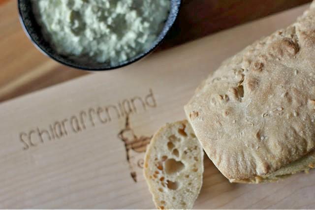 Baguette und Brotaufstrich selber machen - Brettchen von Daheim Deko