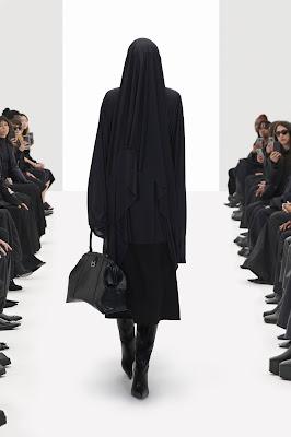 Sisi Lain Fashion Show Balenciaga