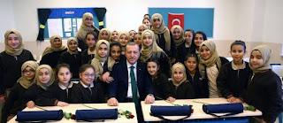 تحتضن 178 ألفا.. المنح التركية حلم الطلاب الأجانب (تقرير)