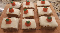 Pumpkin Bars: Share NOW. #bars #halloween #halloweendesserts #eclecticredbarn