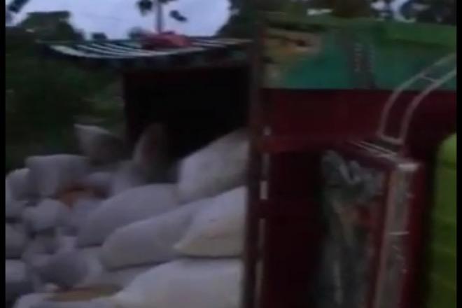 Truk Pengangkut Gabah Terguling di Barebbo, Diduga Karena Sopir Mengantuk