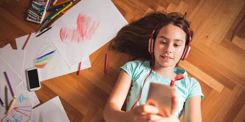 El 67 % de los padres no sabe qué ven sus hijos en el celular.