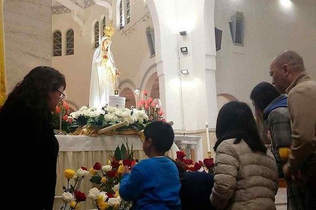 Católicos chineses veneram imagem peregrina de Nossa Senhora de Fátima em Hong-Kong