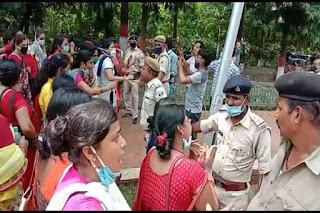 नीतीश कुमार के आवास का घेराव करने पहुंचीं ANM महिला अभ्यर्थी, आत्मदाह की चेतावनी