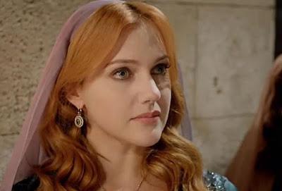 هل ستشارك النجمة التركية مريم أوزرلي في عمل عربي مشترك؟