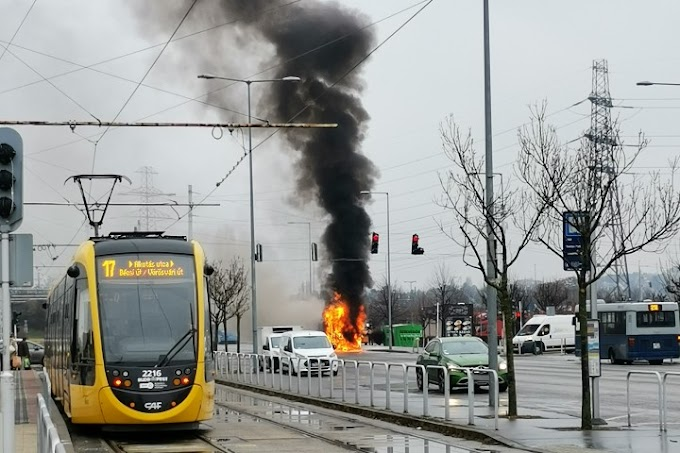 Kugyulladt egy közlekedő busz motortere Budapesten