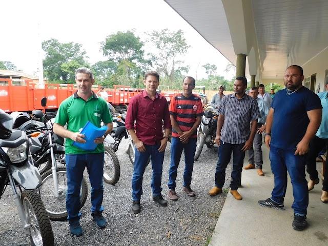 Prefeitura municipal através da SEMAGRI faz entrega de motos as Associações rurais.