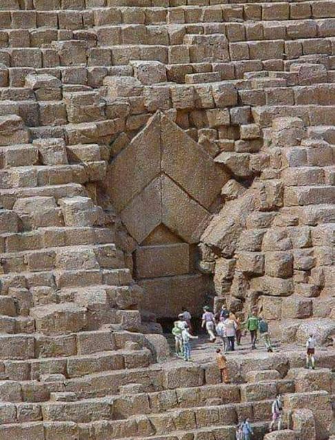 الإهرامات ومئات علامات الاستفهام حول العجيبة الوحيدة الباقية من عجائب الدنيا السبع القديمة