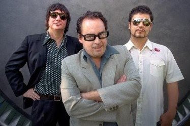 Foto de Los Tres posando para los fans
