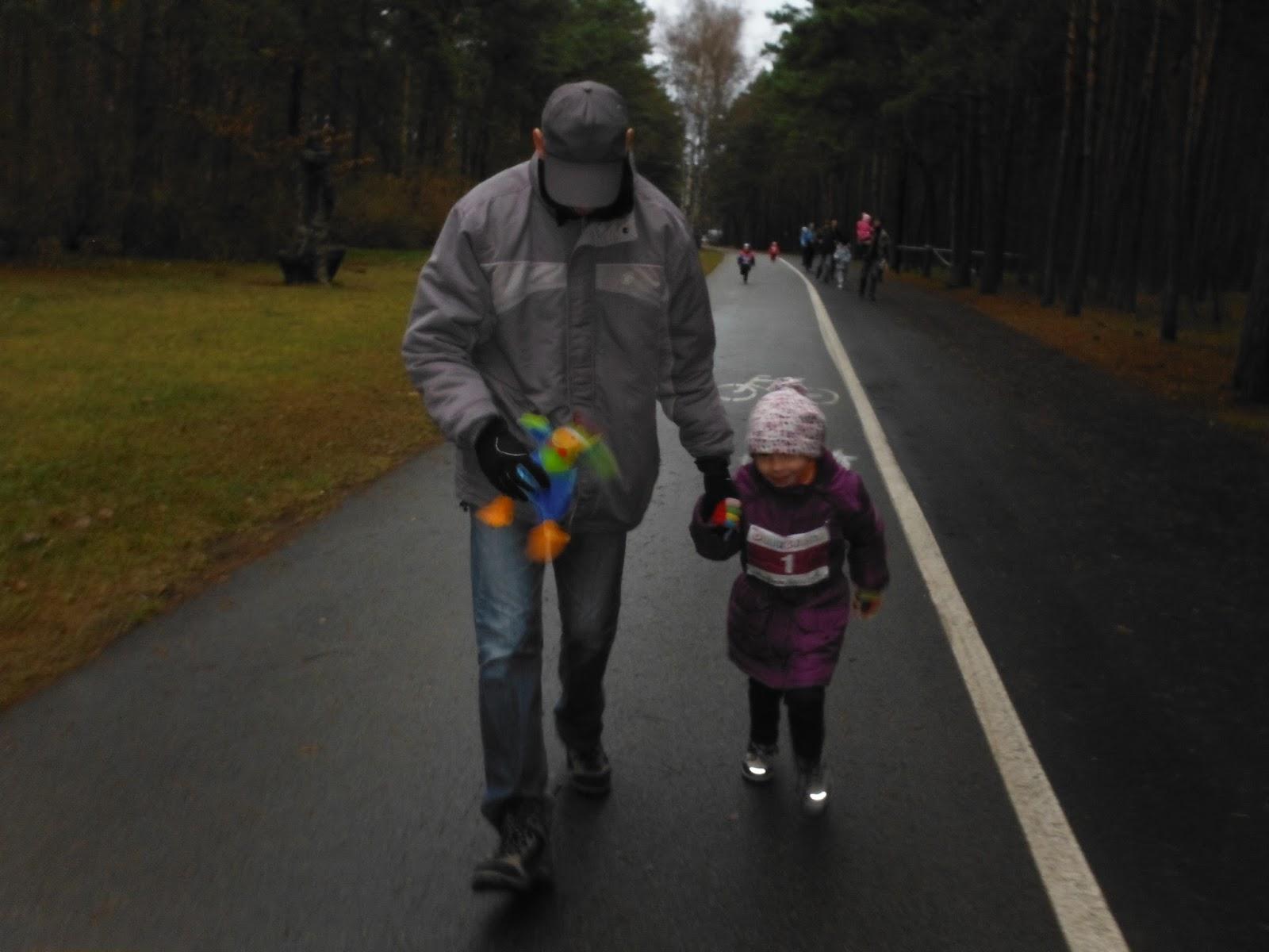 f804e8bc2eca6 Dziecko, które wówczas powtórnie przecięto na pół już rok później  zafascynowało się moim bieganiem. W listopadzie 2013 r. zaczęła biegać ze  mną i szybko ...