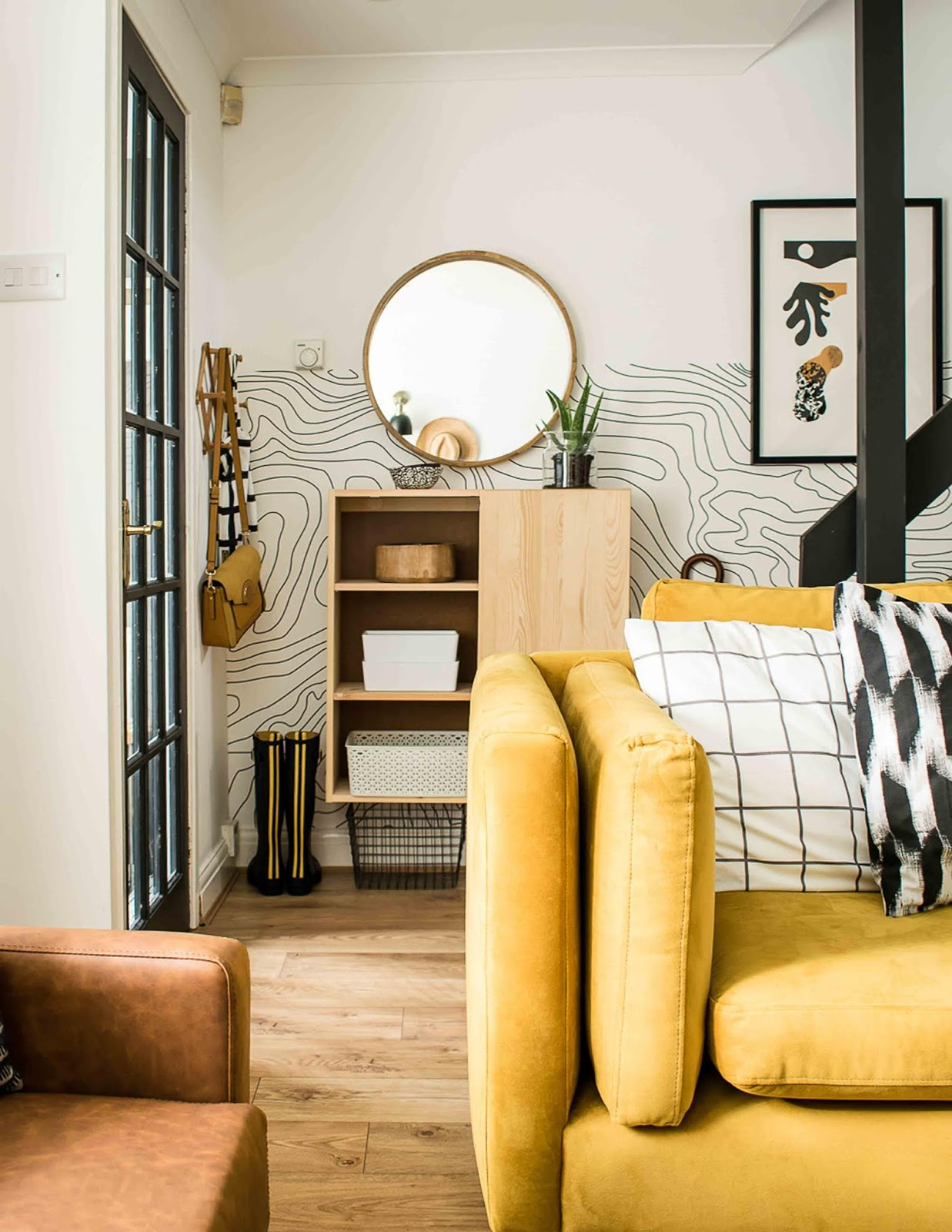 mueble de ikea en la entrada de casa