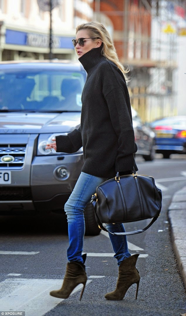 kate moss chunky knit turtleneck sweater skinny jeans alaia ankle boots style 2014