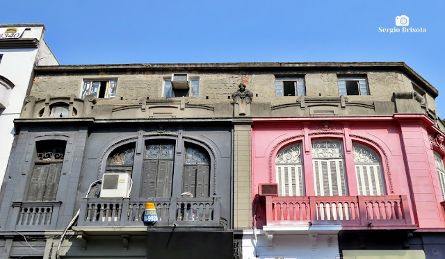 Vista da fachada superior de duas residências antigas no Bom Retiro - São Paulo