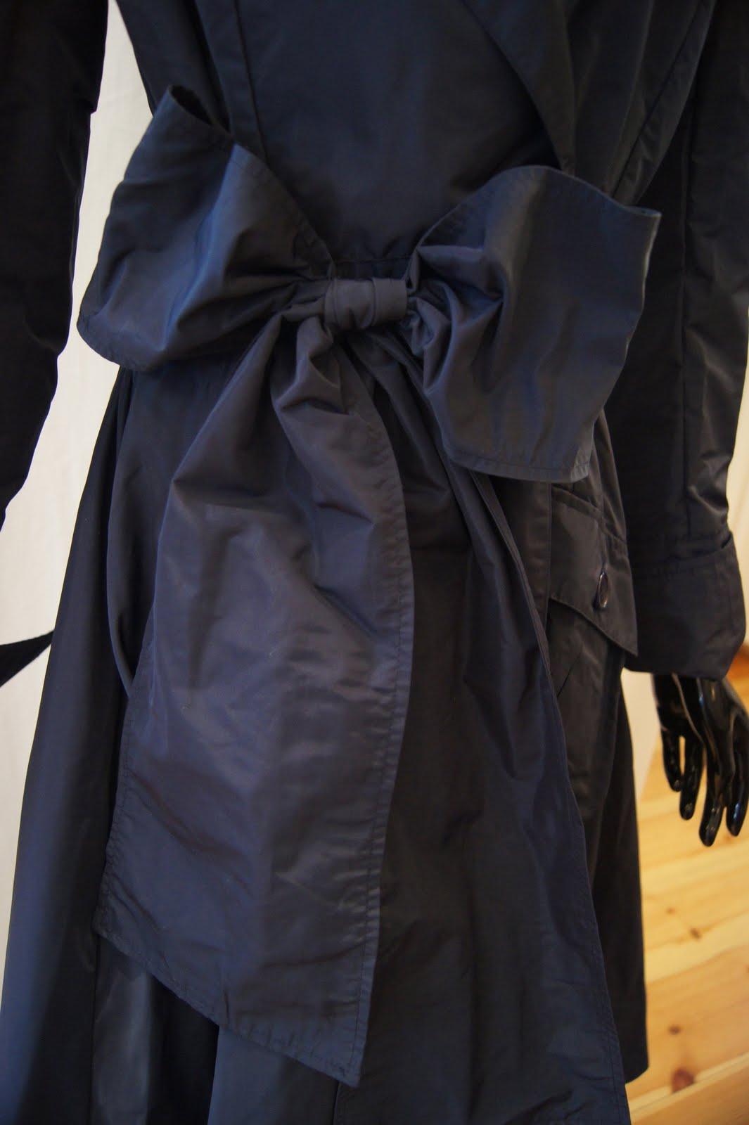 0d06910b Klassisk kåpe fra Ilse Jacobsen Hornbæk i en nydelig kongeblå farge. Passer  til alle feslige annledninger og kan også brukes som kjole. Lagt inn ...