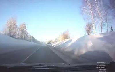 Ηθικό δίδαγμα: Ποτέ μην οδηγείς μέσα σ' ένα σύννεφο καπνού (Video)