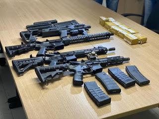 Operação prende trio comandado por preso do PB1 para realizar roubos e tráfico e apreende fuzis