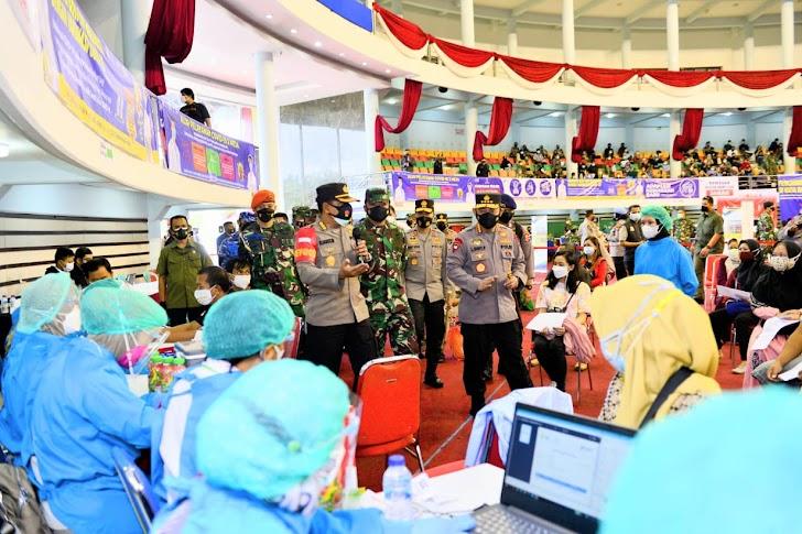 Tinjau Vaksinasi di Kaltim, Panglima TNI, Kapolri Minta Warga Mau Dirawat di Tempat Isolasi Terpusat