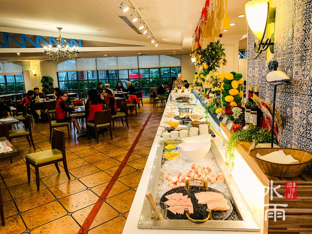 陽明山天籟溫泉會館|早餐菜色供餐檯全景