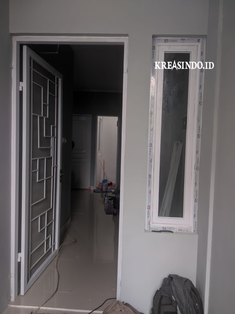 Hasil pemasangan Kanopi Besi Atap Alderon, Jendela Aluminium dan Tutup Mesin Air di Rumah Bpk Yan Tomang - Order Ke Empat