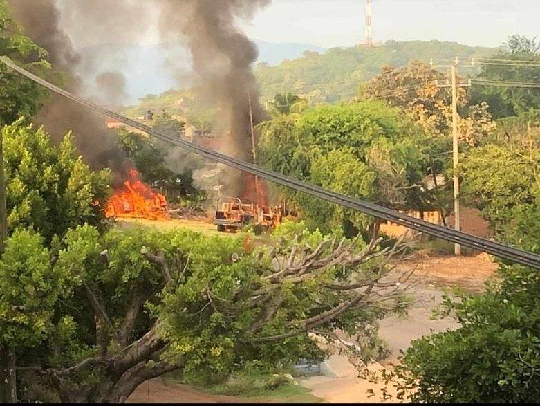 Video; 14 Policías muertos tras emboscada del CJNG en Michoacan, autoridades reportan solo 3 bajas