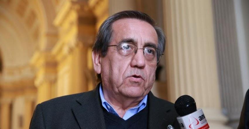 Ministra de Educación tuvo la mejor disposición para avanzar en acuerdo con maestros, sostuvo Congresista Jorge del Castillo
